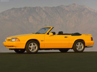 Fondo de For Mustang descapotable amarillo